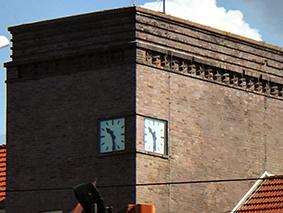 Uhr im Turm