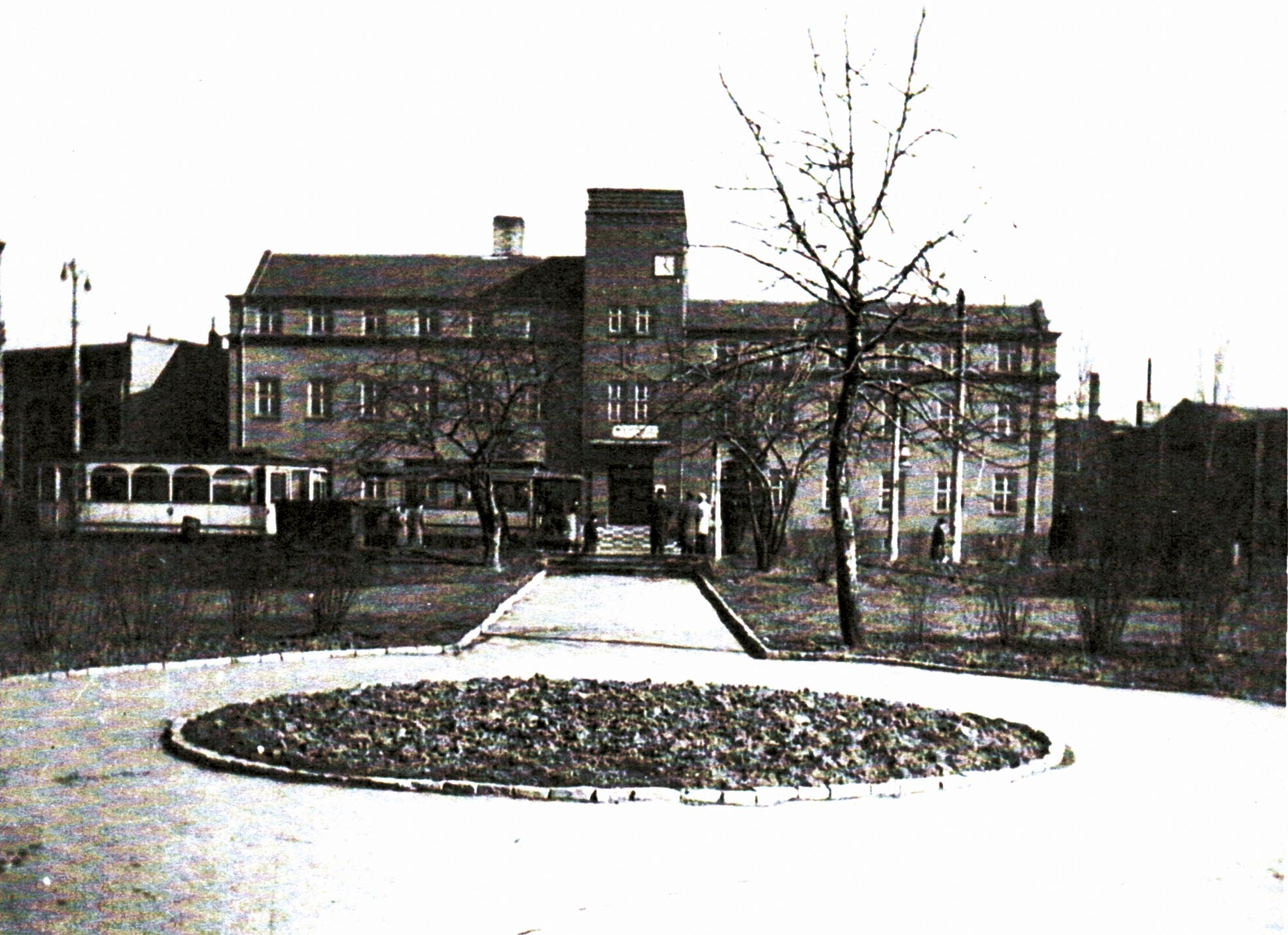 Rathaus mit Rosengarten